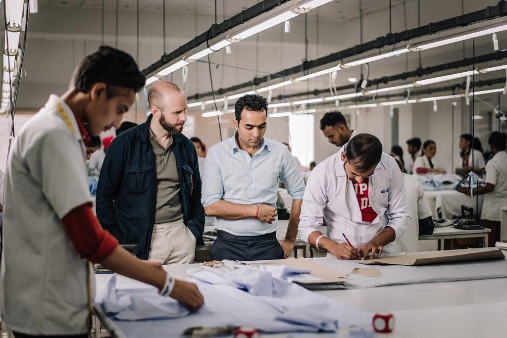 Conoce a 100Hands, el fabricante de camisas con sede en India que demuestra que el lujo no tiene origen