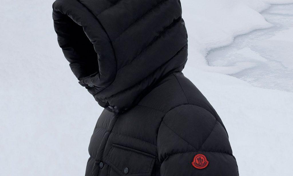 Las chaquetas acolchadas Moncler ahora incluyen materiales reciclados