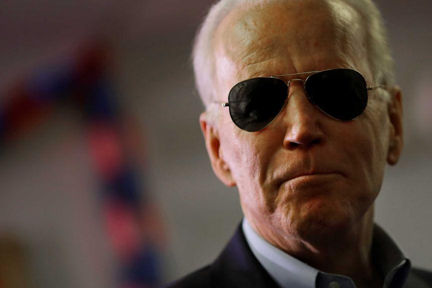 Mantenga a los aviadores: Tommy Hilfiger, Todd Snyder y más opinan sobre el estilo presidencial de Joe Biden