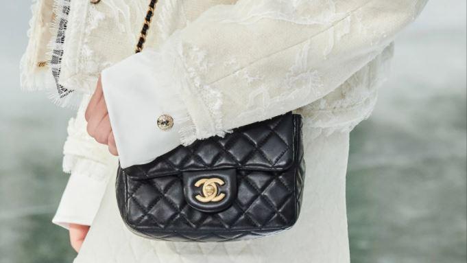 La campaña icónica de Chanel y su bolsa nueva