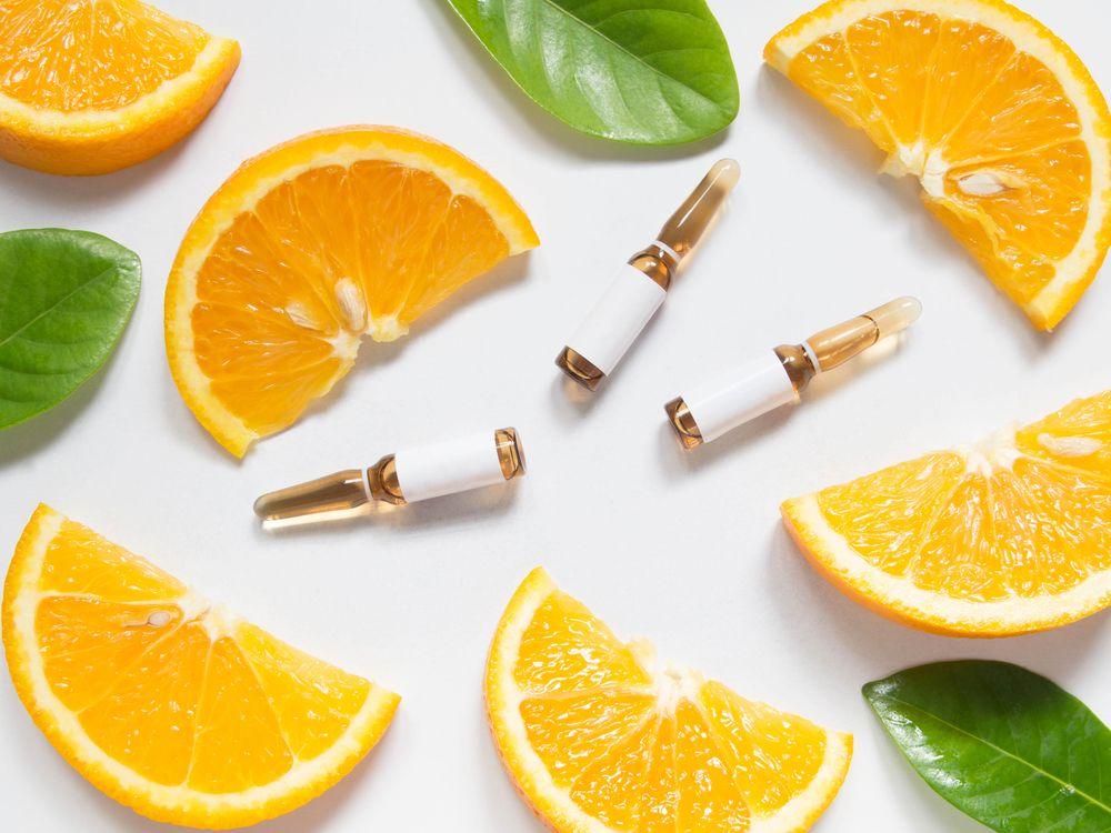 Rebanadas de naranjas y vitaminas